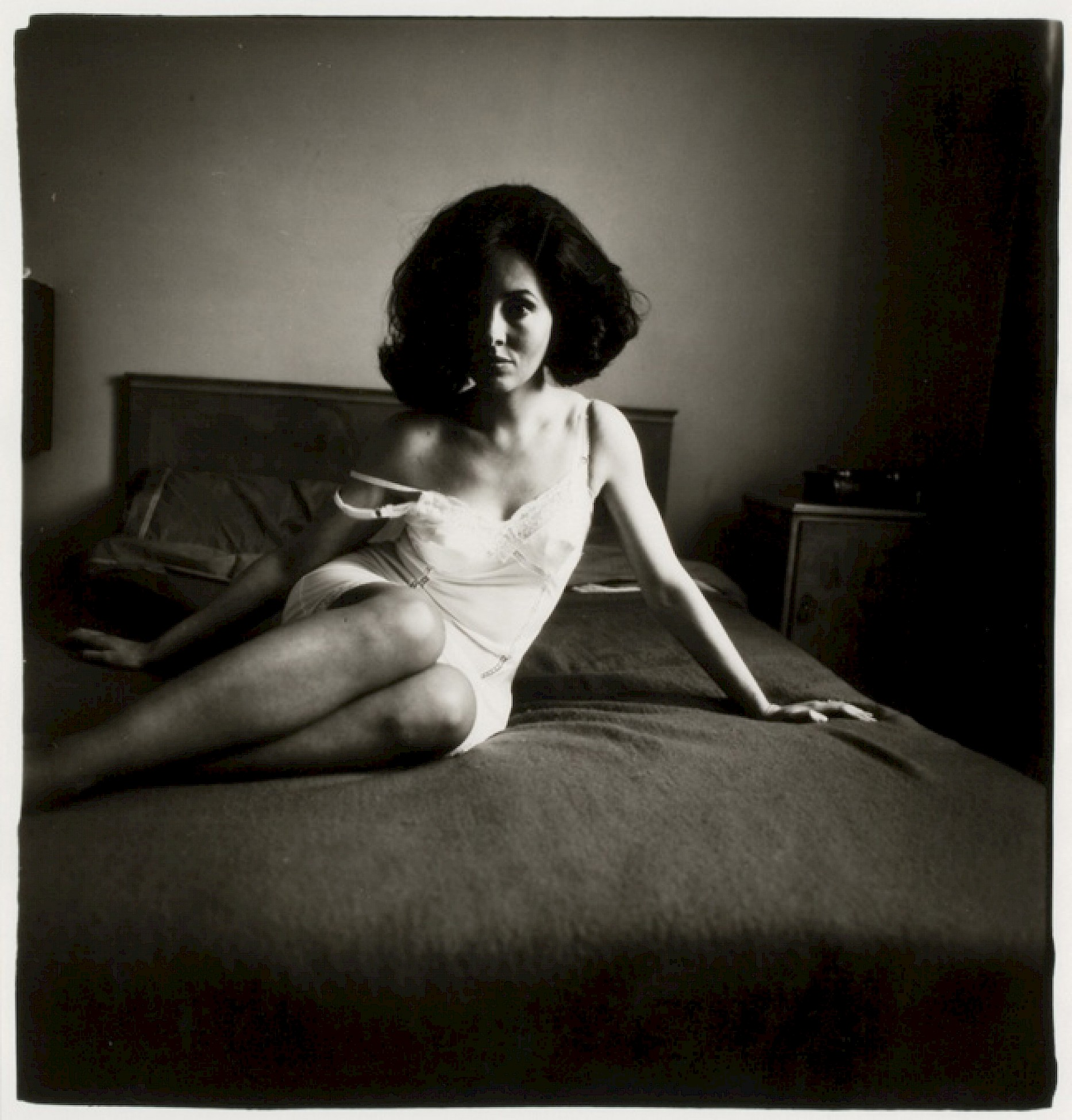T008543 Diane Arbus Elizabeth Taylor look-alike reclining on a bed, London, England, 1969